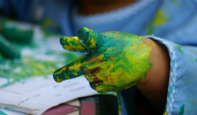 Les manualitats ajuden als nens i nenes en el seu aprenentatge. Font: CC