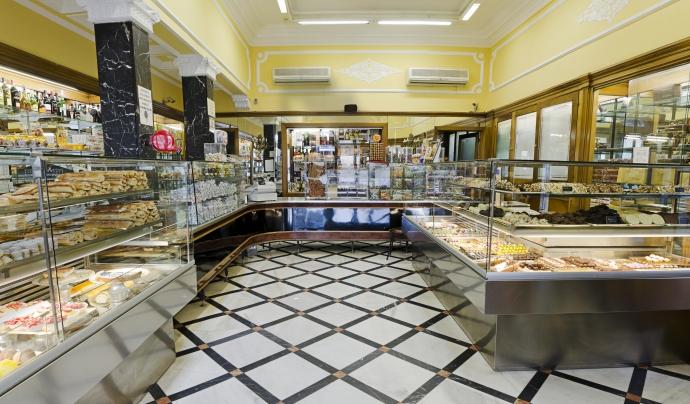 Caramels artesans, turrons, panellets, pastes de tot tipus... A La Colmena s'hi pot trobar de tot.  Font: Pastisseria La Colmena