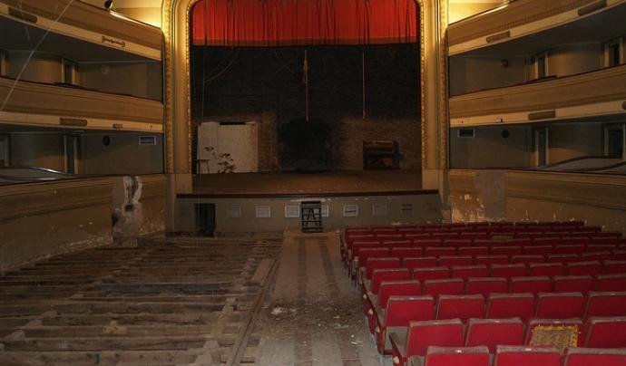 Estat actual del teatre de L'Artesà. Imatge publicada a La riuada