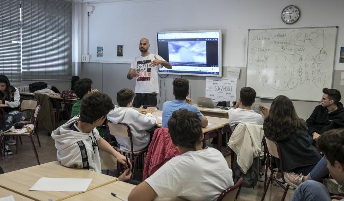 Pau Llonch en acció a un dels tallers de Versembrant a l'escola Verduna de Barcelona. Font: Versembrant