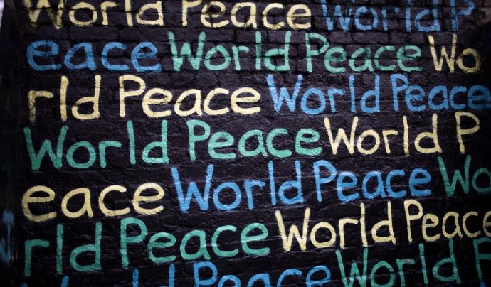El presdient de la fundació remarca la importància d'invertir en la prevenció de conflictes armats abans que succeeixin. Font: Unsplash. Font: Font: Unsplash.