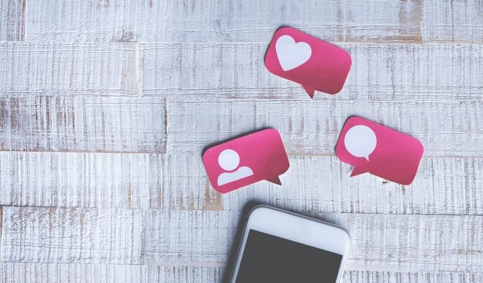 La identitat digital de les entitats és la informació publicada a internet que forma la imatge que l'audiència té de nosaltres. Font: Cristian Dina (Pexels)
