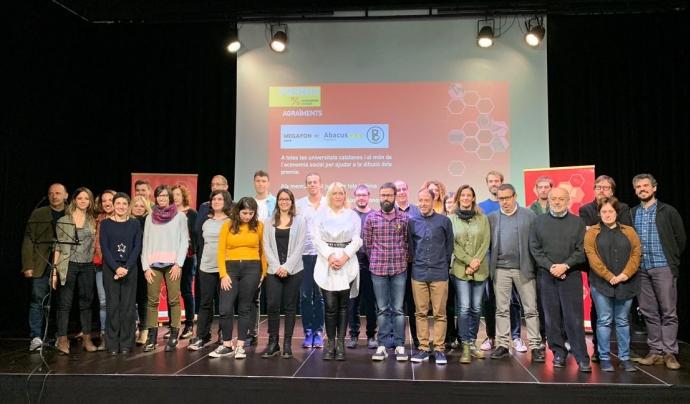 Foto de família de guanyadors i organitzadors dels Premis Economia Social 2019 Font: La Centraleta