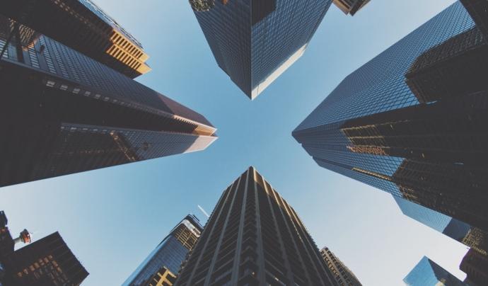 Un dels problemes principals és la inversió dels fons voltors en actius immobiliaris, com és el cas de Blackstone. Font: Unsplash. Font: Font: Unsplash.
