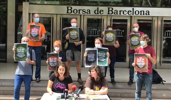 Roda de premsa per presentar els cinc eixos de la campanya i la mobilització. Font: Pla de Xoc Social