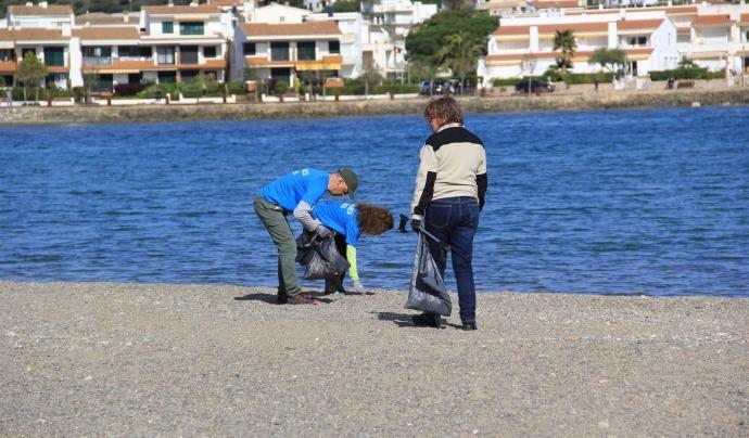 Am Llança hi ha una gran participació netejant les platges Font: Platges Netes Llançà