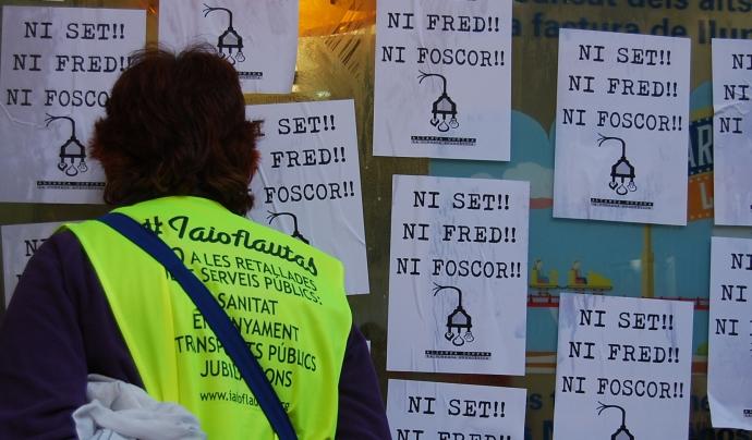 Cartells amb el que s'ha convertit en un lema de la lluita contra la pobresa energètica Font: CONFAVC