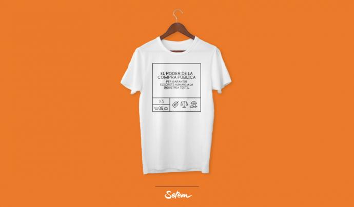 Una samarreta de la campanya, portada del dossier