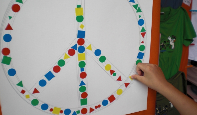 Logo Pau amb gomets Font: Carta de la Pau dirigida a l'ONU