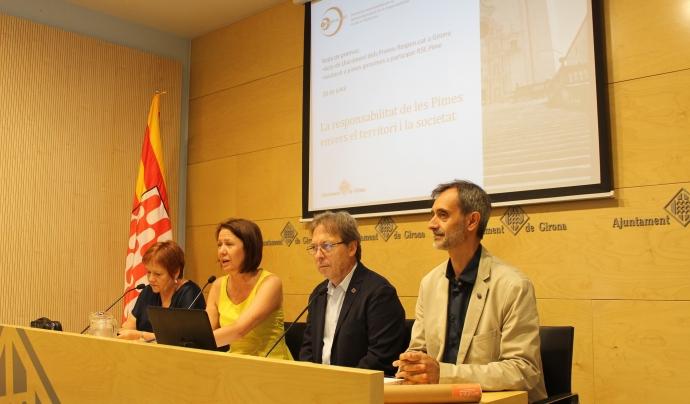L'alcaldesa de Girona i altres personalitats en roda de premsa