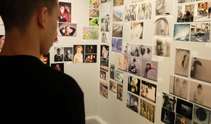 El projecte GR 16-18  treballa la mentoria grupal des d'un espai de fotografia participativa. Font: Associació Punt de Referència