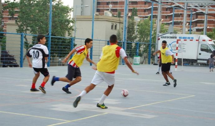 El futbol sala és una de les activitats que formen part del projecte