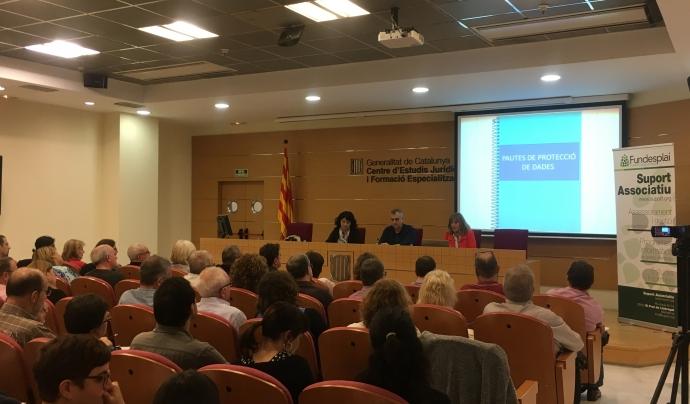 Glòria Freixa i Joana Marí, de l'APDCAT, van ser les ponents de la jornada sobre protecció de dades del dimecres 24 d'octubre.  Font: Suport Associatiu-Fundesplai