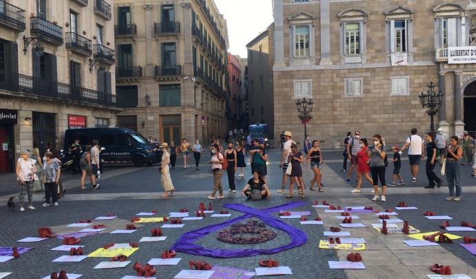 Concentració del 19 de juliol a la plaça de Sant Jaume de Barcelona contra els feminicidis convocada per la Plataforma Unitària contra les Violències de Gènere. Font: Plataforma Unitària contra les Violències de Gènere