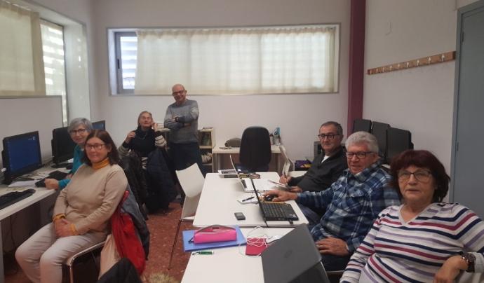 El taller d'informàtica és un espai per aprendre i relacionar-se Font: Punt TIC de Palau-solità i Plegamans