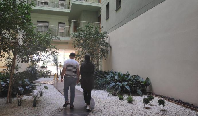 Rachid viu en un apartament turístic amb la seva família perquè l'Ajuntament no ha trobat un altre lloc on reallotjar-lo després que el desnonessin. Font: Sindicat de Llogateres. Font: Sindicat de Llogateres