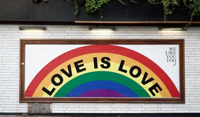Un 80% de l'alumnat ha presenciat insults cap a persones LGBTI i un 12% reconeix haver-los fet. Font: Unsplash. Font: Font: Unsplash.