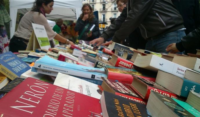 El dia de Sant Jordi, Servei Solidari munta estands per vendre llibres a diversos espais de Barcelona. Font: Servei Solidari