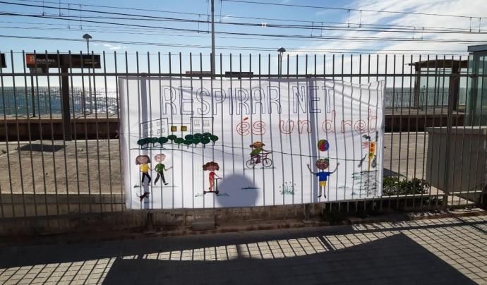 El passat diumenge 31 de gener l'entitat va dur a terme la primera concentració estàtica seguint les mesures de seguretat per la Covid-19 a l'altura de l'estació de Premià de Mar. Font: Eduard Omedes