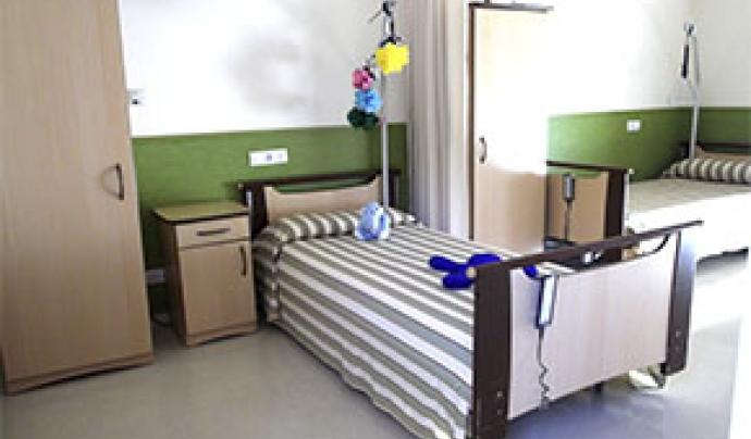 Imatge d'una residència que atén a persones amb una afectació motriu, ja sigui paràlisi cerebral o altres discapacitats físiques motòriques. Font: Associació Aremi