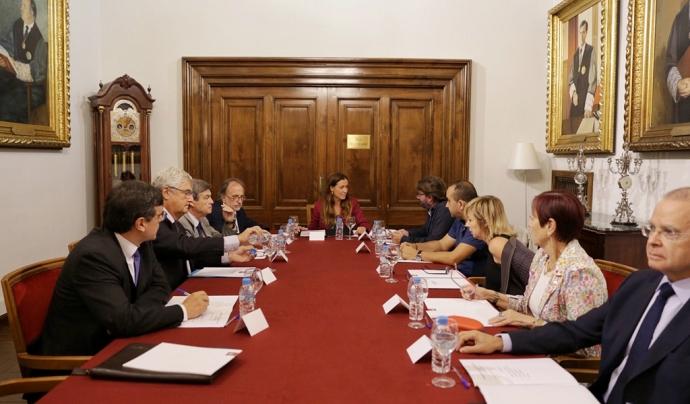 Imatge amb representants de la comissió independent durant el dia de la presentació