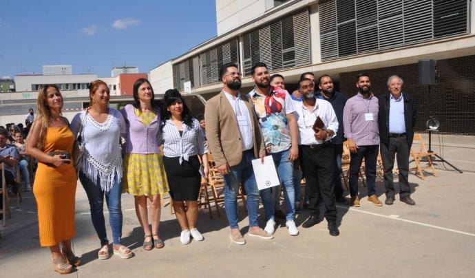 Foto de grup de la Jornada 'Referents gitanes i gitanos: per un futur d'èxit a La Mina' Font:  Consorci del barri de La Mina