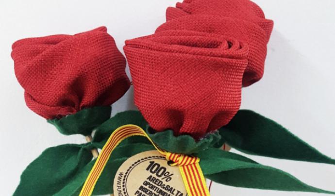 Les roses d'Ared, fetes a mà, donen una oportunitat laboral a persones en risc d'exclusió social. Font: Fundació Ared