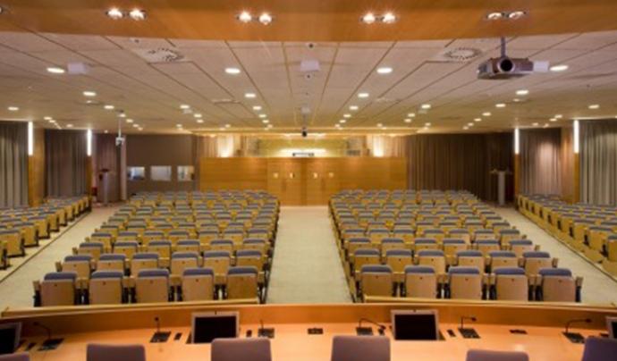 Imatge de la sala d'actes del Rectorat de la UAB, on tindrà lloc la jornada. Font: UAB