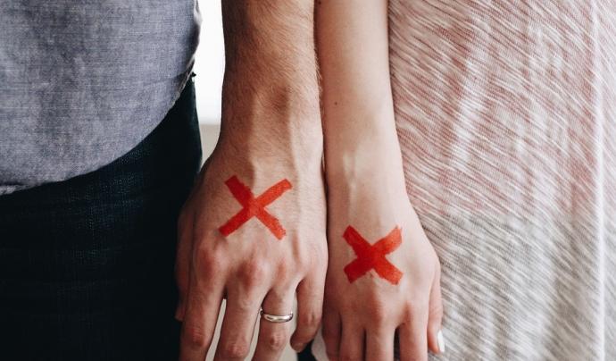 Creus vermelles a les mans Font: Pixabay