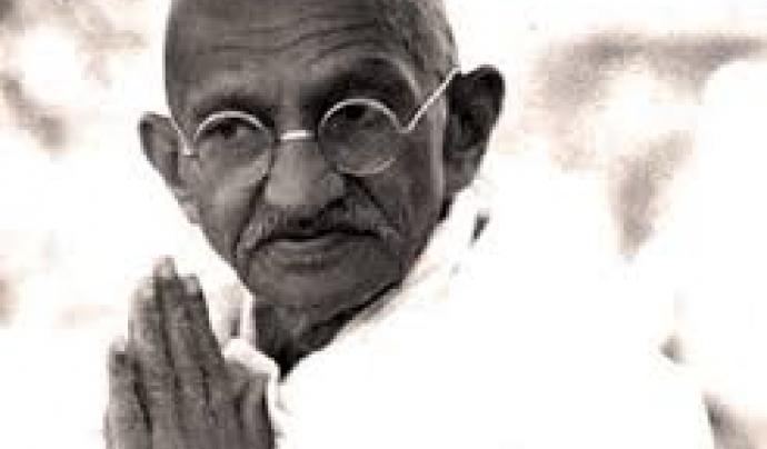 """""""Si vols canviar el món, cambia't a tu mateix"""". Gandhi"""