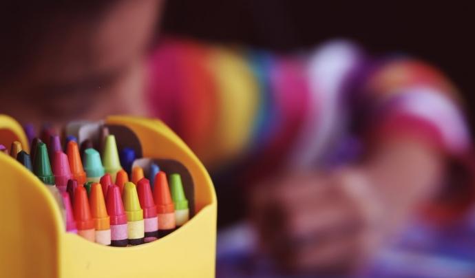 El primer entorn on succeeixen els abusos és a la mateixa casa i el segon entorn és l'escola. Font: Unsplash. Font: Font: Unsplash.