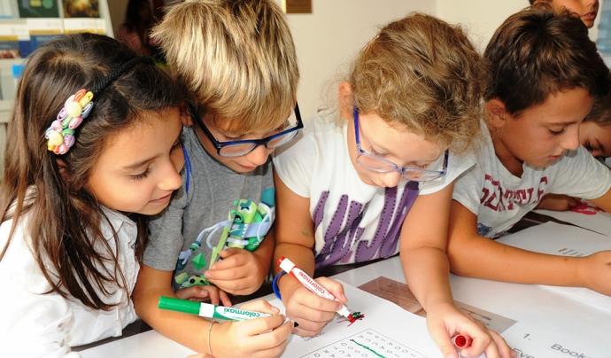 Infants aprenent sobre ciència Font: Estació Zoològia Antojn Dorhn