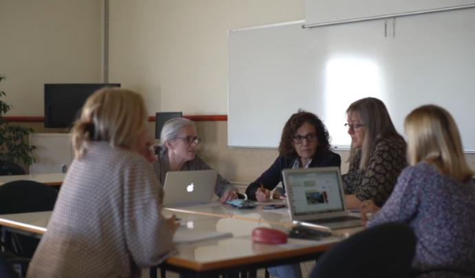 APPS4Me ha desenvolupat una app tot implicant persones migrants, professorat de la Universitat de Barcelona i desenvolupadors/ores Font: Canal de Youtube d'Eloi Martin Busquets