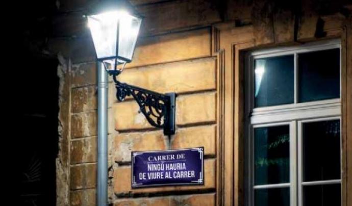 Placa carrer 'Ningú dorma al carrer'