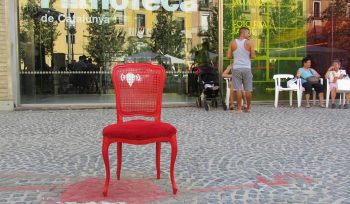 Una instal·lació del projecte 'Senyalem la memòria' davant la Filmoteca de Catalunya Font: Territoria Oblidats