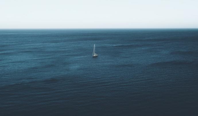 Actualment, cap vaixell de rescat pot sortir al mar per socòrrer les pasteres que arriben. Font: Unsplash. Font: Font: Unsplash.