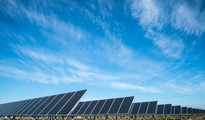 Actualment el consum energètic a l'Estat espanyol és 2,4 vegades l'energia que el nostre planeta pot generar. Font: Unsplash. Font: Font: Unsplash.