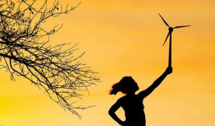 Una nena amb un molinet de vent. Font: Jumanji Solar (flickr.com)