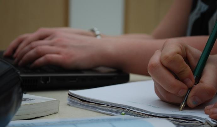 Les Escoles de Segona Oportunitat faciliten a joves d'entre 15 i 29 anys, sense feina o titulació, un reforç en competències bàsiques i laborals. Font: Llicència CC