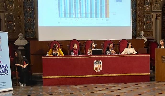La taula de referents de la Trobada d'Estudiants Gitanes de Catalunya. Font: Drom Kotar Mestipen.