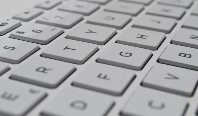 Els drets digitals són els drets humans que permeten a les persones accedir, fer servir, crear i publicar continguts digitals, així com fer servir dispositius electrònics i xarxes de comunicació. Font: Unsplash. Font: Unsplash