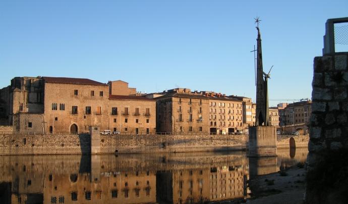 Monument franquista de Tortosa a la platja fluvial del riu Ebre. Font: Manel Zaera (CC BY-SA 2.0)
