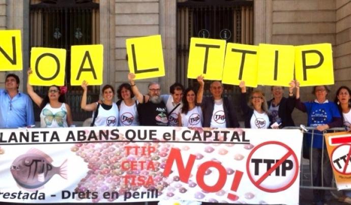 Barcelona es va declarar ciutat lliure de TTIP (imatge: noalttip.org)
