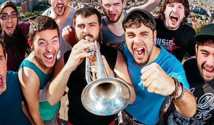 Txarango és un grup de música que fusiona pop, reggae i sons llatins. Font: Txarango