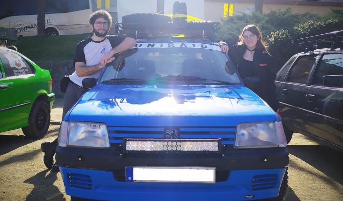 El 5 de juny, la Clara i la seva parella van comprar un cotxe de segona mà per reparar-lo i preparar-lo per la cursa. Font: Clara Martínez. Font: Font: Clara Martínez.
