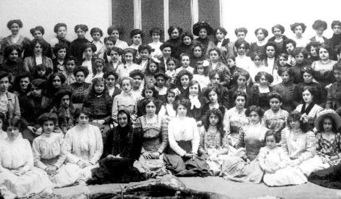 La Bonne acompanya el seu comunicat amb aquesta imatge històrica d'unitat feminista Font: La Bonne