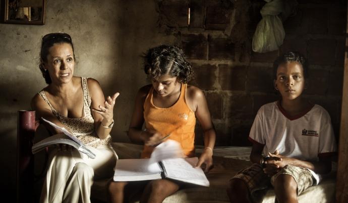 A l'esquerra Valdina Paulino, en lluita contra la pobresa i la violència als barris més marginals de Brasil.  Font: AI