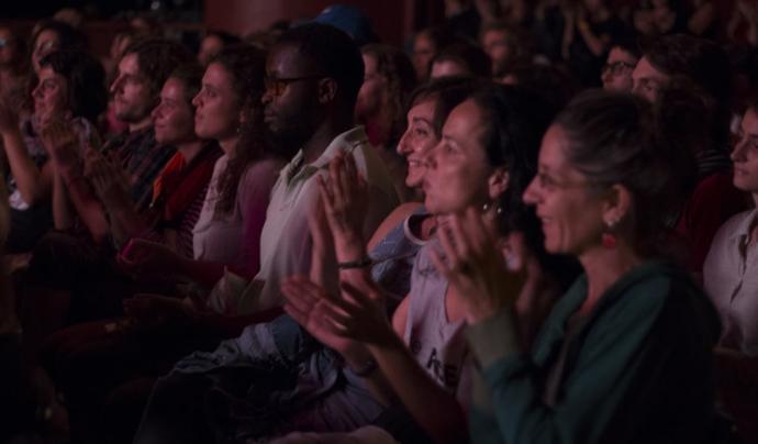 El públic del festival durant un espectacle Font: Associació Munt de Paraules