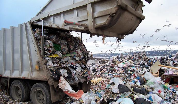 Els municipis tenen grans despeses a causa del mal reciclatge i de la brossa no reciclada. Font: Retorna