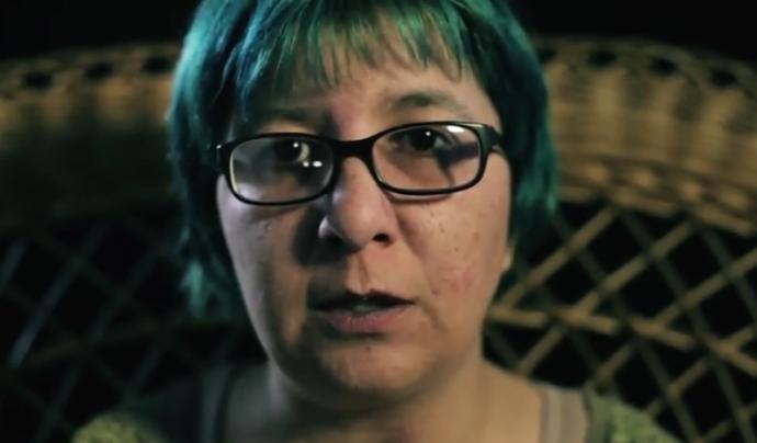 Testimoni del vídeo on es mostra que culpar a les persones no ajuda. Font: Obertament